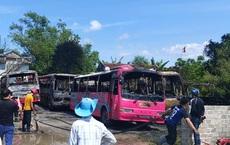 6 xe khách bốc cháy dữ dội trong bãi gửi xe tự phát ở Thanh Hóa