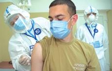 """""""Đơn giản, hiệu quả, đáng tin"""": Chuyên gia Nga phản bác những hoài nghi về vaccine COVID-19"""
