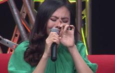 """Diễn viên Vân Trang khóc nức nở: """"Cứ nhắc đến là tôi chỉ muốn bỏ nhà mà đi"""""""