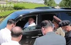 Hình ảnh ông Kim Jong-un lái xe SUV lần đầu được công bố: Ngồi ghế lái ra chỉ thị