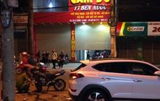Tông vào xe ô tô đậu bên đường, hai thanh niên đi xe máy thiệt mạng