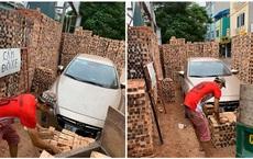 """Đỗ xe gần đống gạch, khi quay trở lại chủ Mazda """"tiền đình"""" vì nghĩ cách tìm lối thoát"""