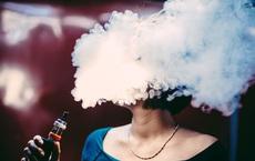 Hãy ngừng gọi đám mây hóa chất sinh ra từ thuốc lá điện tử là 'hơi', nó không vô hại như bạn nghĩ