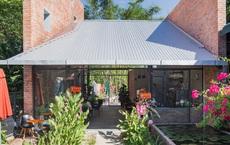 Huế: Quán cafe ven sông với điểm nhấn là 2 bức tường gạch xuất hiện lạ lẫm trên báo ngoại