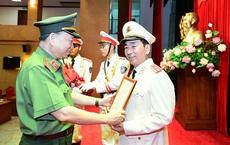 Thứ trưởng Bộ Công an Trần Quốc Tỏ được thăng cấp bậc hàm từ Thiếu tướng lên Trung tướng