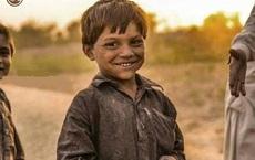 2 lần nhường cơ hội kiếm tiền cho bạn, nhiều năm sau, cậu bé nghèo nhận được 1 khoản đầu tư, trở thành người được cả thế giới biết đến