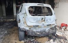 Sạc xe máy điện gây cháy nhà và ô tô, 3 người phải thoát ra bằng cửa sau