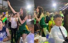 Biểu cảm khó hiểu của Công Vinh khi Thủy Tiên đi hát trong bộ váy quá sexy