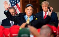 """Hé lộ mức giá """"đắt cắt cổ"""" để mua được suất ân xá của TT Trump: Những ai được hưởng lợi?"""