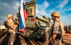 """Lỡ """"nổi loạn"""",Thổ khốn đốn trước sự bủa vây của 300 lính Nga ở Syria?"""