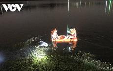 Thi thểngười đàn ông dưới hồ nước buộc cục đá hơn 10kg