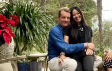 Diva Hồng Nhung ngồi lọt thỏm trong lòng bạn trai Tây, cười viên mãn ở tuổi 51