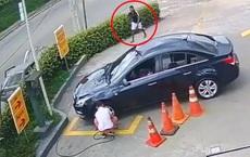 Quên làm 2 việc, chủ xe mất hết của vẫn không biết gì trong khi kẻ trộm đàng hoàng bước đi