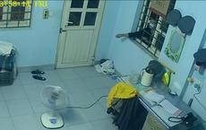 [Clip] Thanh niên ăn mặc lịch sự dùng móc quần áo mở cửa nhà gác chắn trộm cắp tài sản ở Sài Gòn