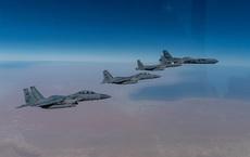 """Ông Biden """"tung cú đánh trời giáng"""" vào cựu TT Trump, điều B-52  xuất kích tới Trung Đông"""