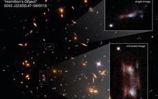 """NASA/ESA chụp được """"quái vật"""" bẻ cong không-thời gian, xé thiên hà làm 3"""