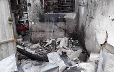 3 thanh niên ném bom xăng để dằn mặt khiến nữ chủ quán bỏng nặng, shop quần áo cháy rụi