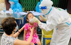 """Phát hiện """"ổ dịch"""" cộng đồng qua xét nghiệm trước tiêm chủng. Chùm lây nhiễm xuất hiện tại trường mầm non, """"thần tốc"""" lấy 700 mẫu của giáo viên, học sinh"""