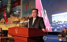 Chủ tịch Triều Tiên Kim Jong-un thăm triển lãm quốc phòng