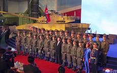 Lính Triều Tiên mặc áo xanh gây xôn xao mạng xã hội