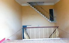 Cầu thang bị chấm 0 điểm khi treo lơ lửng giữa không trung, song nhìn kĩ lối ra mới thấy cái tài tình của kiến trúc sư