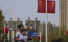 """Bloomberg: Kinh tế Trung Quốc đang bị """"tấn công"""" từ mọi phía"""