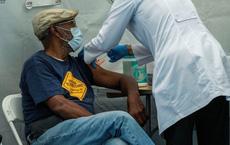 Hình phạt cực 'nặng đô' với người không tiêm vắc xin Covid-19 tại các nước