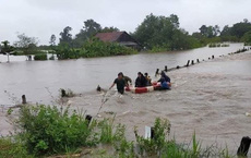 Giải cứu hàng chục người dân bị nước lũ cô lập khi đi làm rẫy