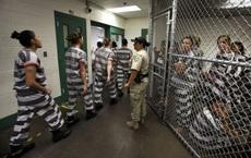 Vết nhơ chướng mắt của Mỹ: Chuỗi vụ cưỡng hiếp tù nhân đáng xấu hổ và cái quỳ gối khiến dân tình sửng sốt