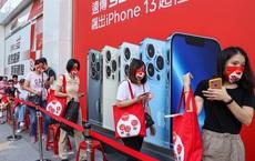 """iPhone 13 """"cháy hàng"""" tại Việt Nam dù chưa mở bán, 10.000 chiếc """"hết veo"""" trong vài giờ đồng hồ"""