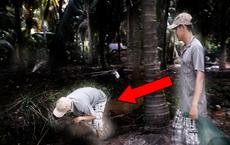 Nghe tiếng vọng từ trong rừng dừa, hai người đàn ông vào đó kiểm tra và kết quả khó tin