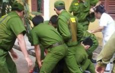 2 cán bộ công an bị đối tượng cách ly tập trung đâm trọng thương