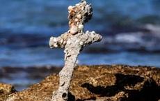 Đi lặn biển, tình cờ tìm thấy thanh kiếm 900 năm tuổi của hiệp sĩ Trung Cổ