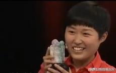 Chăm sóc một bà cụ say xe, hướng dẫn viên được tặng bức tượng Phật - Chuyên gia vừa nhìn đã ái ngại: Cô mau tìm lại bà cụ đó đi!