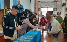 Ca sĩ Thủy Tiên trao quà từ thiện ở Quảng Trị như thế nào?