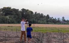 Rò rỉ ảnh Hồ Văn Cường thả diều ở quê sau ồn ào cát-xê, được nhiều người tài trợ?