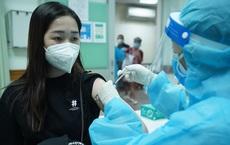 Tiêm đủ vắc xin vẫn mắc COVID-19, không được chủ quan