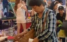 Người bán vé số lẻn vào bữa tiệc sang trọng, lén lấy mấy con tôm với lý do đáng suy ngẫm