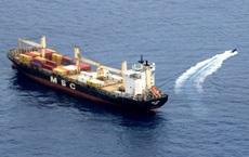 """Đi cướp """"không xem ngày"""", cướp biển bị tàu chiến Nga hù một vố sợ khiếp vía"""