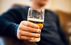 Say rượu 'quật ngã' nhiều nam giới: Bác sĩ chỉ cách giải rượu an toàn nhất