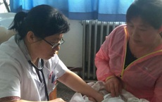 Bé gái 8 tháng tuổi mắc bệnh khiến vùng kín bốc mùi, nguyên nhân đến từ 1 thói quen của mẹ