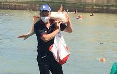 Hàng trăm người 'hái lộc trời' ở đập thủy điện Trị An