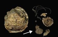 Đào được bát vàng 3.000 năm tuổi, chuyên gia chưa kịp mừng đã rối bời vì thứ bên trong
