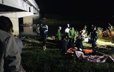 Ô tô trốn điểm đo nồng độ cồn, tông 4 học sinh rơi xuống sông thương vong