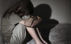 """""""Yêu"""" bạn gái 13 tuổi nhiều lần, bị mẹ bạn gái tố cáo"""