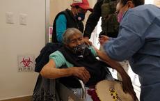 """Chiến dịch vaccine Covid-19 """"ngược đời"""" của Mexico: Giáo viên trước y bác sĩ, vùng sâu trước thành thị"""