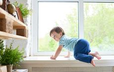 Vụ bé gái rơi từ tầng 12A: Sững sờ với những con số đáng báo động về ngã ở trẻ