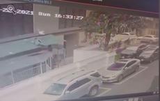 Góc quay khác cận khoảnh khắc Nguyễn Ngọc Mạnh cứu bé gái hơn 2 tuổi rơi từ tầng 12A chung cư xuống