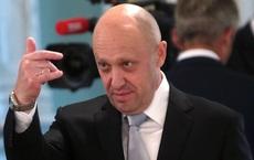 """FBI treo thưởng 250.000 USD để bắt """"đầu bếp của Putin""""; vị tỷ phú quyền lực ở Kremlin nói gì?"""