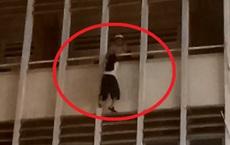 Vụ cứu nữ sinh đu lan can tầng 3 tại trường: Bảo vệ nghi có chuyện chẳng lành nên cầm đèn pin đi tìm